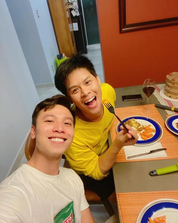 Cặp đồng tính John Huy Trần - Nhiệm Huỳnh gây sốt với loạt ảnh kỷ niệm 2 năm cưới ngọt lịm: Chúng tôi vẫn bền chặt lắm - Ảnh 4.