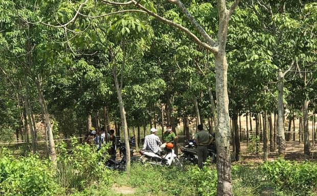 Phát hiện thi thể nam giới chết cháy trong tư thế quỳ, gần chiếc xe máy treo 2 mũ bảo hiểm - Ảnh 1.