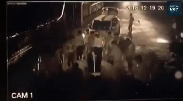 Đàn em Đường Nhuệ bị tố đánh nam thanh niên tàn phế ngay trước cửa nhà - Ảnh 2.