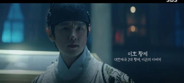 Knet khen chê lẫn lộn tập mở màn Quân Vương Bất Diệt: Lee Min Ho đẹp trai lại diễn hay, nhưng phim cứ sai sai thế nào ấy nhỉ? - Ảnh 5.