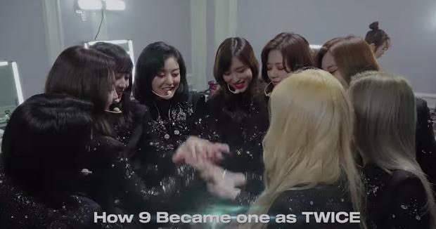 Fan dậy sóng khi Mina (TWICE) chia sẻ: Tôi sợ cô đơn. Mọi người bỏ lại tôi ở đây - Ảnh 4.