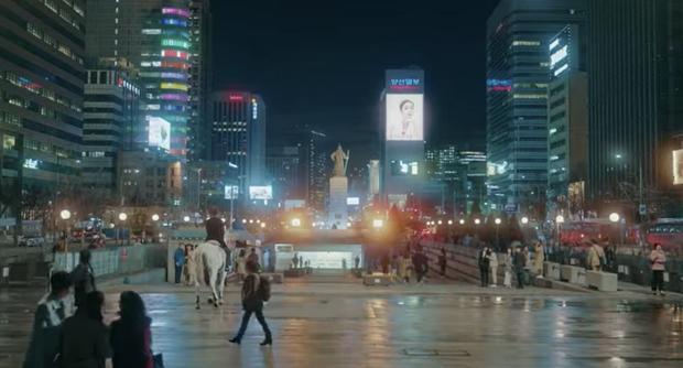 Preview Quân Vương Bất Diệt tập 2: Hoàng tử Lee Min Ho bị đồng nghiệp Kim Go Eun cà khịa là cục phân đẹp trai? - Ảnh 1.