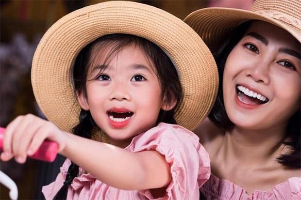 Clip cố nghệ sĩ Mai Phương yếu ớt nhưng vẫn hạnh phúc chơi đùa với con gái được tiết lộ, nhìn khoảnh khắc bình yên mà xót xa! - Ảnh 6.