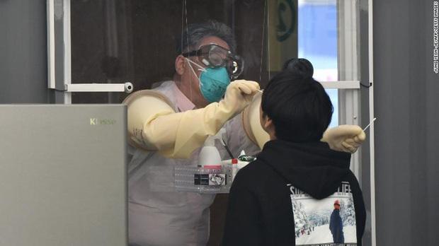 Lý giải việc 163 bệnh nhân Hàn Quốc vừa phục hồi lại dương tính với virus corona: Liệu chúng ta có thể bị tái nhiễm Covid-19? - Ảnh 3.