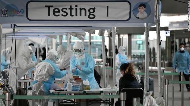 Lý giải việc 163 bệnh nhân Hàn Quốc vừa phục hồi lại dương tính với virus corona: Liệu chúng ta có thể bị tái nhiễm Covid-19? - Ảnh 1.