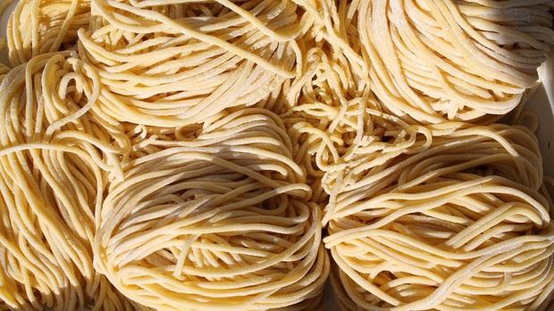 Ở Trung Quốc có một món mì kỳ lạ ai cũng phải dùng vào dịp sinh nhật, đặc biệt khi ăn nhất định không được… làm đứt sợi mì? - Ảnh 4.