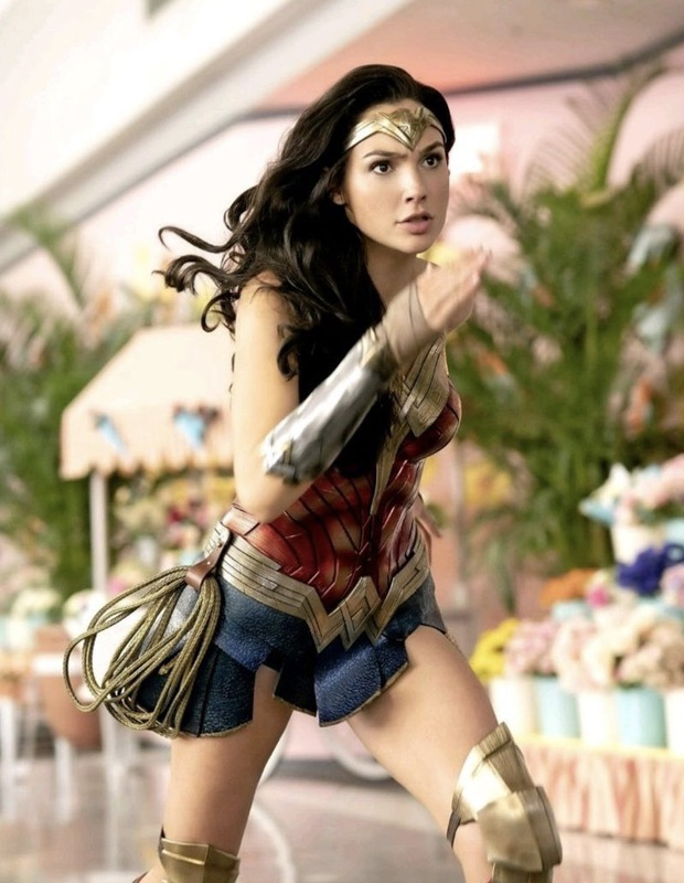 Wonder Woman 1984 tung ảnh nhân vật phản diện cứ như đi mượn từ Harley Quinn và Joker thế này - Ảnh 10.