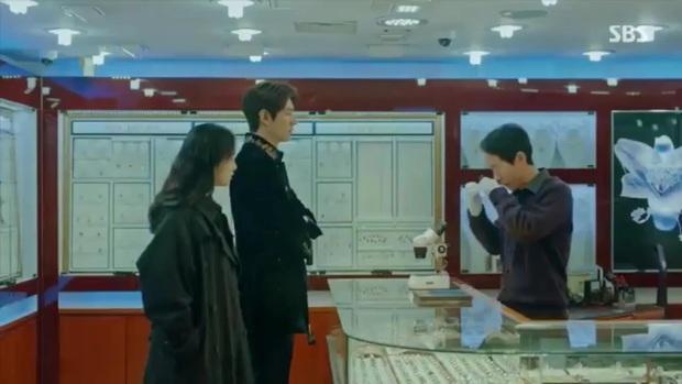 Quân Vương Bất Diệt tập 2: Kim phân Lee Min Ho dù lên hạng richkid thì đi khách sạn vẫn phải nhờ crush trông ngựa - Ảnh 1.