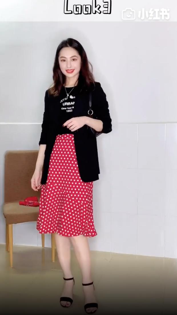 Áo phông đen không chỉ cool mà còn cực dễ mặc, cô nàng này đã chứng minh với 32 cách mix cơ bản mà ai cũng học theo được - Ảnh 3.