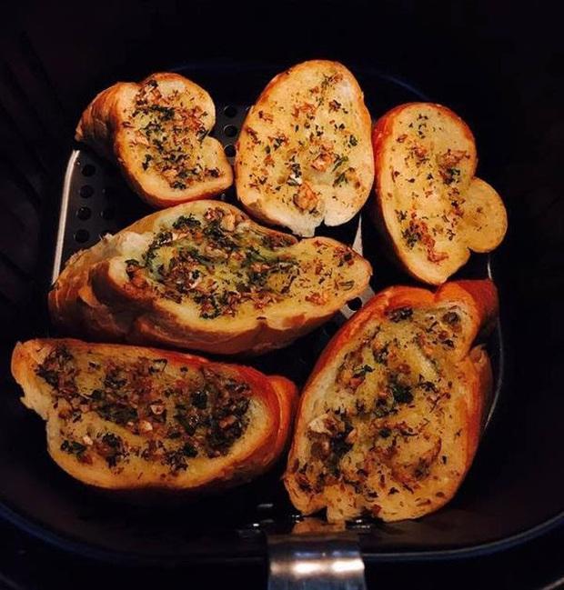 """Chị em """"yêu bếp phát cuồng với loạt món ăn thực hiện bằng nồi chiên không dầu: cực nhanh, cực dễ lại ngon tuyệt - Ảnh 3."""