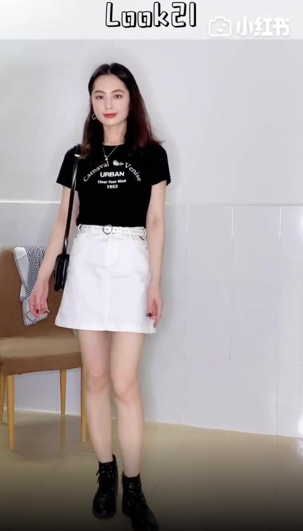 Áo phông đen không chỉ cool mà còn cực dễ mặc, cô nàng này đã chứng minh với 32 cách mix cơ bản mà ai cũng học theo được - Ảnh 4.
