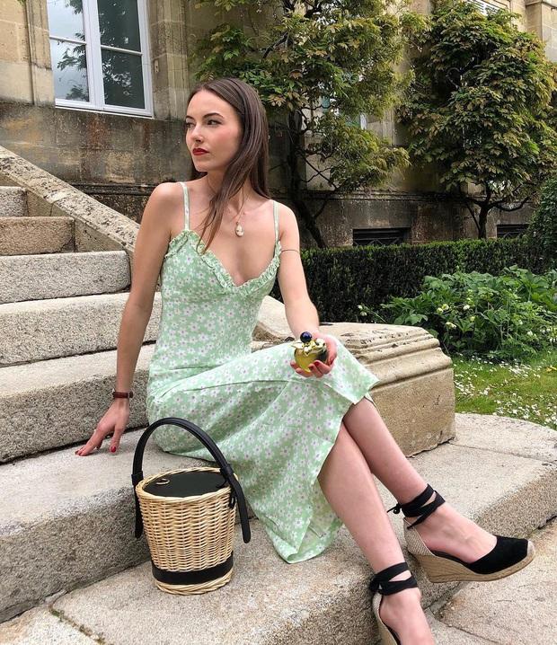 6 items thời trang nhẵn mặt trong tủ đồ Hè của phụ nữ Pháp vì cứ mặc là đẹp và sang xịn mãi không thôi - Ảnh 7.