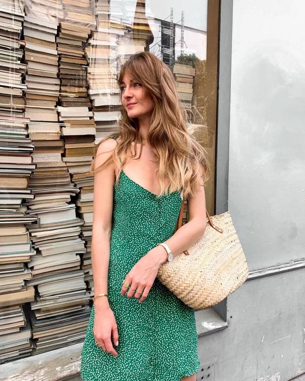 6 items thời trang nhẵn mặt trong tủ đồ Hè của phụ nữ Pháp vì cứ mặc là đẹp và sang xịn mãi không thôi - Ảnh 9.