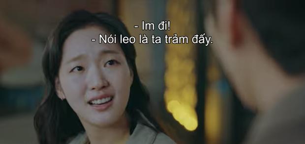 Preview Quân Vương Bất Diệt tập 3: Chưa kịp trảm crush vì tội nói leo, Lee Min Ho sắp mất mạng vì dám bước qua thế giới song song? - Ảnh 2.