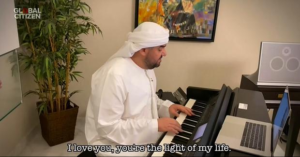 One World: Together At Home: SuperM quá đáng yêu, Taylor Swift, Lady Gaga và Billie Eilish khiến fan nổi da gà trong khi Shawn Mendes - Camila Cabello nghiêm túc khác thường! - Ảnh 10.