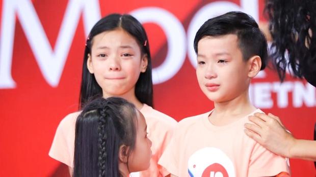 Model Kid: Võ Hoàng Yến hết dập các HLV te tua rồi cãi luôn cả Host Thúy Hạnh, nhà sản xuất - Ảnh 10.