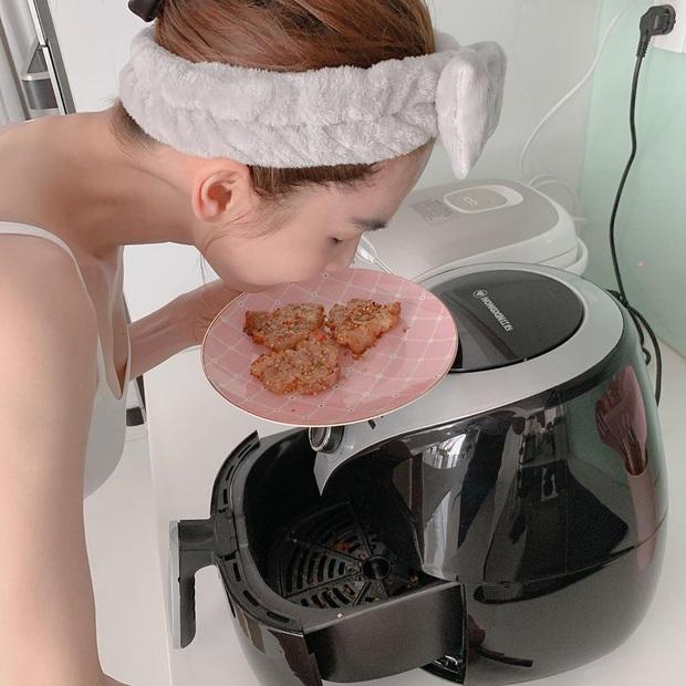 """Ngọc Trinh chính thức trở thành mem cứng hội """"Yêu Bếp, Nghiện Nhà"""", chẳng mấy chốc nữa là đủ chuẩn lấy chồng - Ảnh 3."""