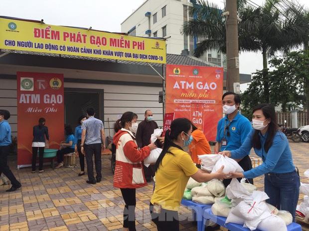 Cây ATM gạo đến với người nghèo và công nhân ở Bắc Ninh - Ảnh 1.