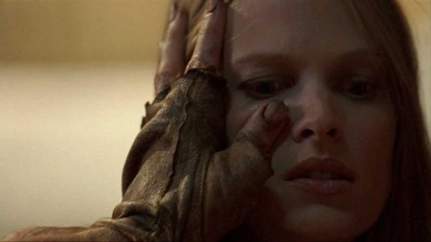 22 cảnh từ phim kinh dị hãi hùng đến mức đố ai dám xem lại lần hai: Ớn nhất vẫn là cảnh cắt gân chân của ông trùm hù dọa! - Ảnh 13.