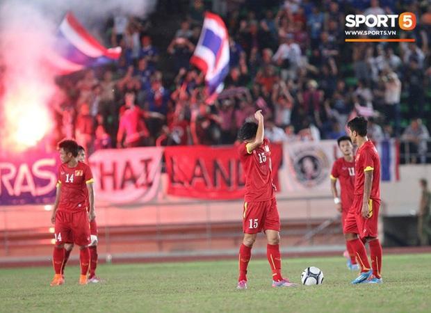 7 thất bại muối mặt của các tuyển Việt Nam: Thua thảm trước tik tok Thái Lan, cay đắng nhất là SEA Games 2017 - Ảnh 3.