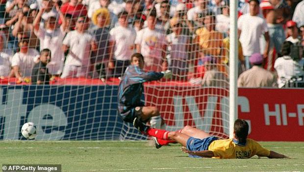 Cái kết bi thảm của cầu thủ phản lưới nhà tại World Cup: Hy vọng dùng bóng đá chấm dứt bạo lực, cuối cùng bị bắn chết bởi 6 phát đạn - Ảnh 2.