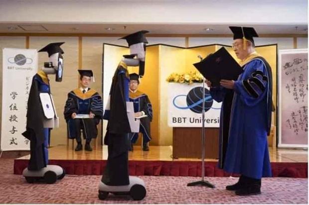 Không thể nhịn cười với loạt ảnh tốt nghiệp mùa dịch: Sinh viên Nhật Bản xứng đáng ngôi vị lầy nhất thế giới - Ảnh 2.