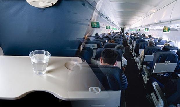 """Những sự thật """"trần trụi"""" chưa bao giờ các tiếp viên hàng không tiết lộ cho khách khi đi máy bay, giờ biết rồi mới vỡ lẽ nhiều thứ - Ảnh 3."""