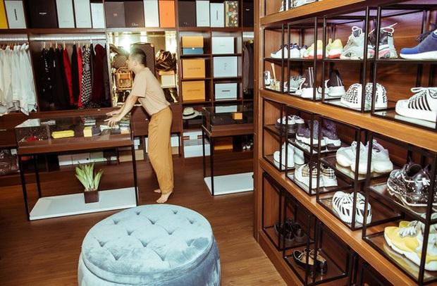 Soi phòng chứa đồ hiệu hoành tráng của sao Việt: Toàn sang trọng chẳng khác showroom đồ khủng, giá trị đến cả tỷ đồng - Ảnh 18.