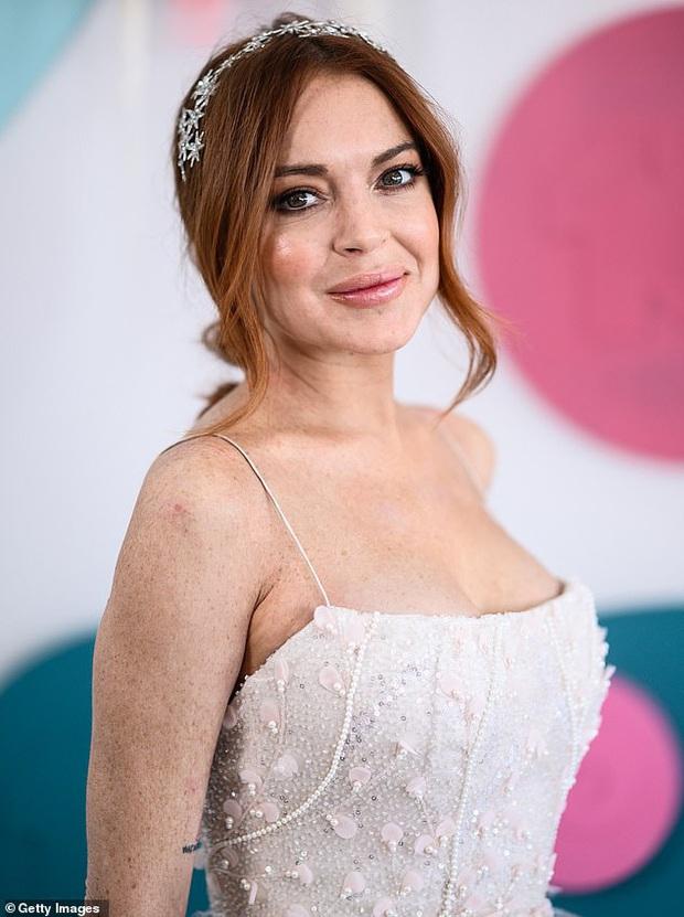 Náo loạn vì Means Girl Lindsay Lohan xoá hết hình cũ, tung ảnh mới lột xác hoàn toàn kèm tuyên bố Chị sẽ trở lại! - Ảnh 3.