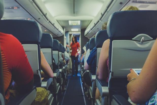 """Những sự thật """"trần trụi"""" chưa bao giờ các tiếp viên hàng không tiết lộ cho khách khi đi máy bay, giờ biết rồi mới vỡ lẽ nhiều thứ - Ảnh 4."""