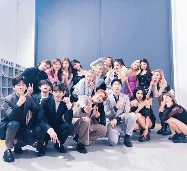 Bố Park tiết lộ lý do nhất quyết không cho TWICE và dàn idol nhà JYP hẹn hò, hoá ra là từ kinh nghiệm cá nhân - Ảnh 7.