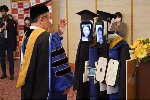 Không thể nhịn cười với loạt ảnh tốt nghiệp mùa dịch: Sinh viên Nhật Bản xứng đáng ngôi vị lầy nhất thế giới - Ảnh 4.