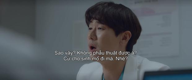 """Điên đảo vì """"nam thần Jung Won"""" làm nũng bạn thân, bồi thêm cơn sôi máu vì ca bệnh bạo hành ở Hospital Playlist tập 4 - Ảnh 9."""