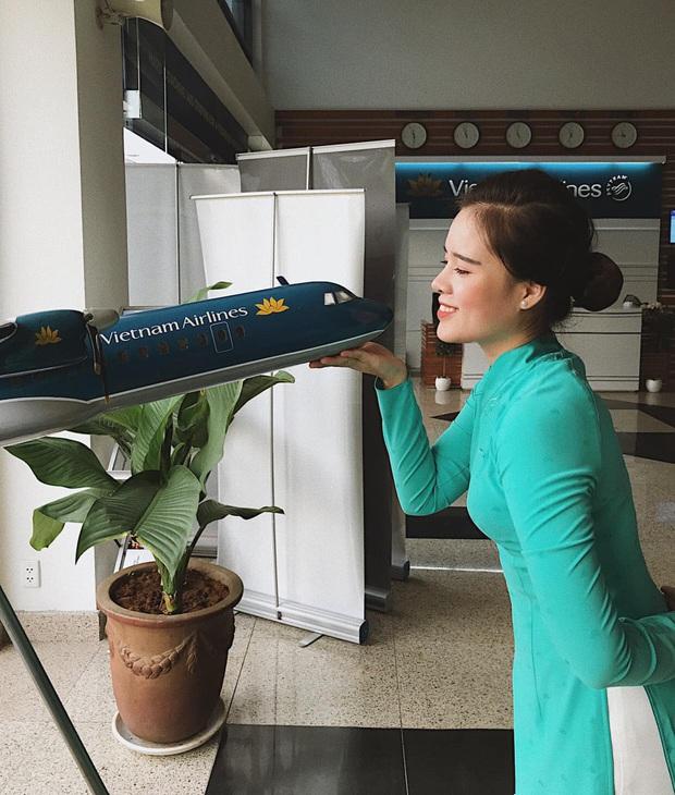 Nữ tiếp viên hàng không đưa 172 du học sinh mắc kẹt về nước: 12h đêm hạ cánh, vỡ oà khi hành khách thốt lên Đã được về nhà rồi - Ảnh 1.