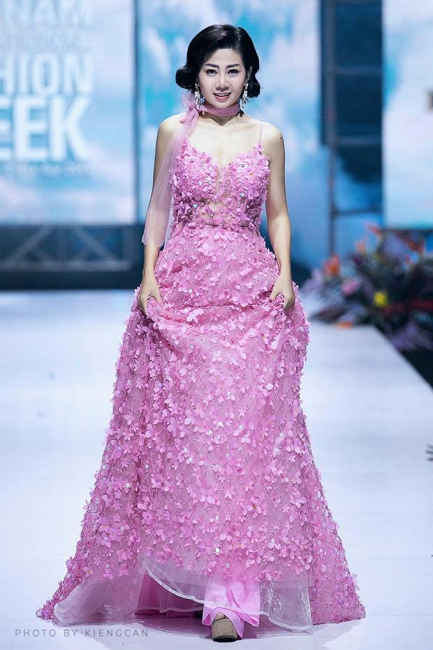 Đã có người trả giá 110 triệu cho chiếc váy Mai Phương từng catwalk lúc bệnh nặng, tiền sẽ được cho vào quỹ nuôi bé Lavie - Ảnh 2.