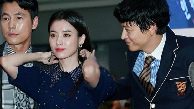 Diện kiến nam chính Train to Busan 2 Kang Dong Won: Thánh sống IQ 134 nhà tài phiệt, hậu cung toàn mỹ nhân quyền lực - Ảnh 33.