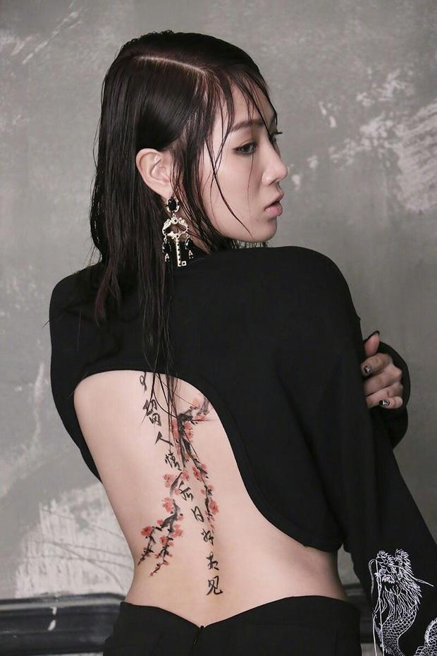 Cựu idol Kpop hé lộ những bí mật về hình xăm của idol Kpop trong MV: Công sức bỏ ra không khác gì tha thu thật! - Ảnh 1.