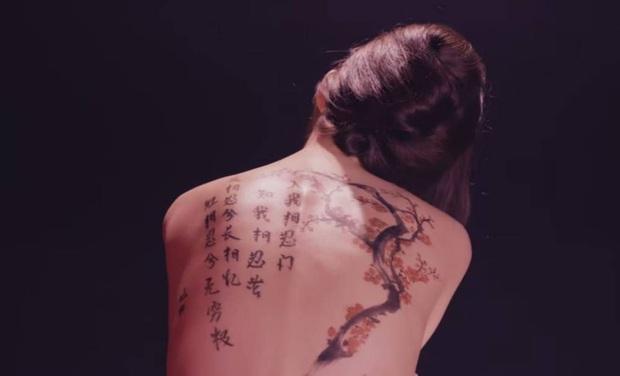 Cựu idol Kpop hé lộ những bí mật về hình xăm của idol Kpop trong MV: Công sức bỏ ra không khác gì tha thu thật! - Ảnh 2.