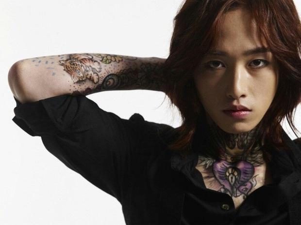 Cựu idol Kpop hé lộ những bí mật về hình xăm của idol Kpop trong MV: Công sức bỏ ra không khác gì tha thu thật! - Ảnh 9.