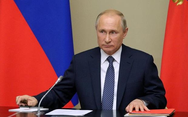 Người phát tán tin giả về COVID-19 tại Nga bị phạt tới 3 tỷ đồng - Ảnh 1.