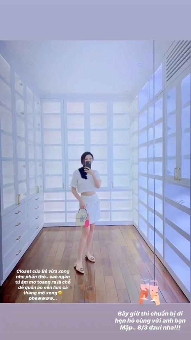 Soi phòng chứa đồ hiệu hoành tráng của sao Việt: Toàn sang trọng chẳng khác showroom đồ khủng, giá trị đến cả tỷ đồng - Ảnh 21.