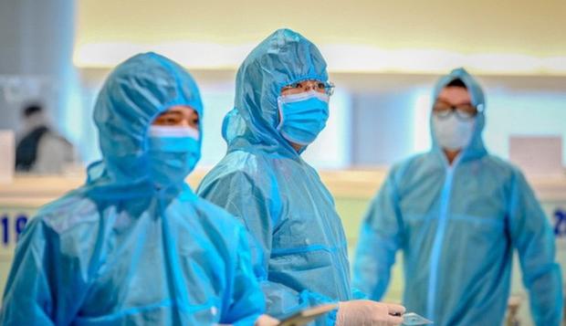 Thêm 4 người mắc Covid-19, trong đó có 1 ca đi chăm sóc người thân ở Bệnh viện Bạch Mai, Việt Nam có tổng 222 ca - Ảnh 1.