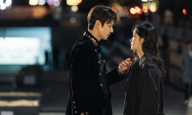 Soi kĩ sẽ thấy Bệ Hạ Bất Tử của Lee Min Ho na ná Crash Landing on You ở 2 điểm, phải chăng biên kịch Kim Eun Sook đã hết trò? - Ảnh 2.