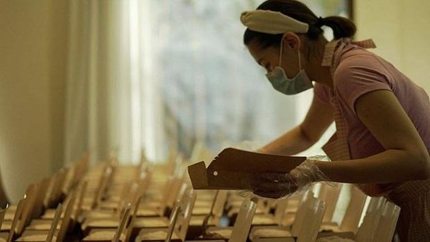 Mỹ nhân đẹp nhất Philippines gây xúc động khi tự tay nấu 200 suất cơm ủng hộ đội ngũ y bác sĩ chống dịch - Ảnh 1.