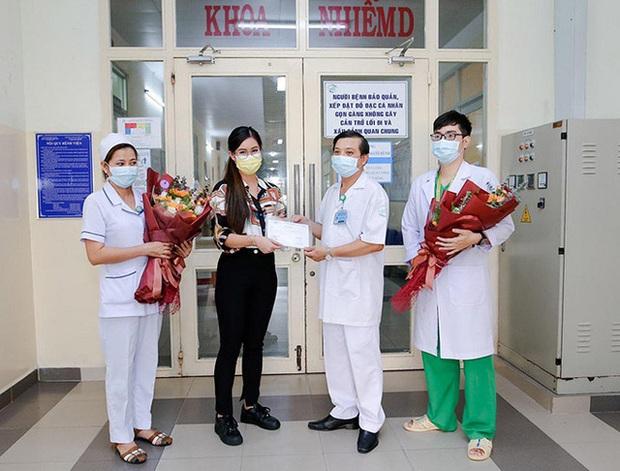 Con gái tỷ phú Johnathan Hạnh Nguyễn chia sẻ sau khi xuất viện: Tôi từng ho không ngừng, đau buốt ngực, cơ thể mệt mỏi tới mức không nhấc nổi tay chân - Ảnh 1.