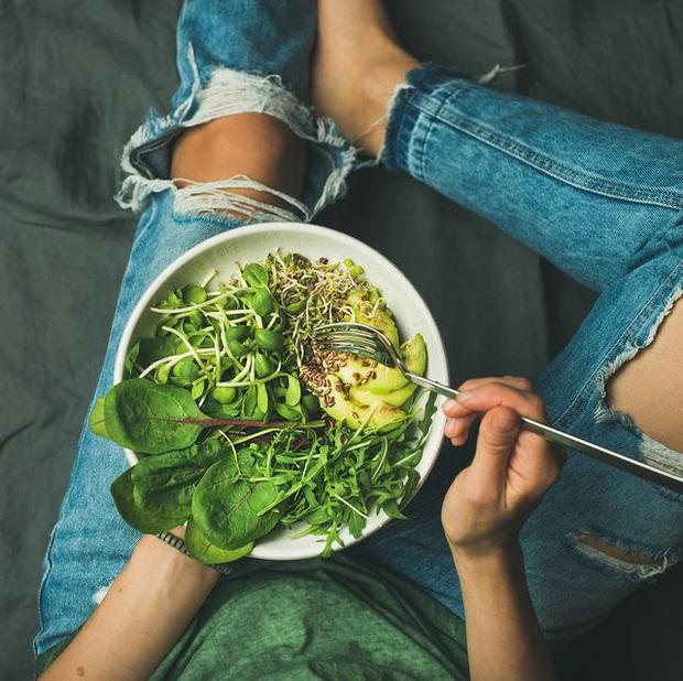 Thử thách giảm cân 14 ngày cách ly toàn xã hội: 11 tips ăn kiêng giảm cân đơn giản bạn nên thử - Ảnh 2.
