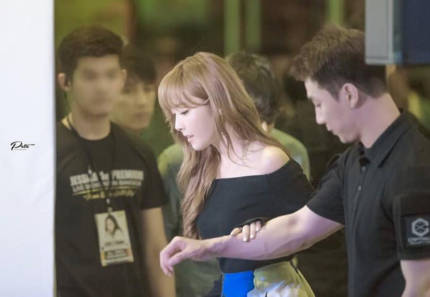Phát ghen với Jessica: Mặc váy ngắn nhưng chẳng lo hớ hênh vì đã có một anh vệ sĩ che chắn quá đỉnh! - Ảnh 3.