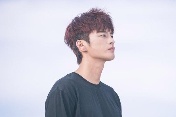 Seo In Guk lật đật rút khỏi dự án Hip Daddy ngay từ khâu sản xuất vì ảnh hưởng của Covid-19 - Ảnh 1.