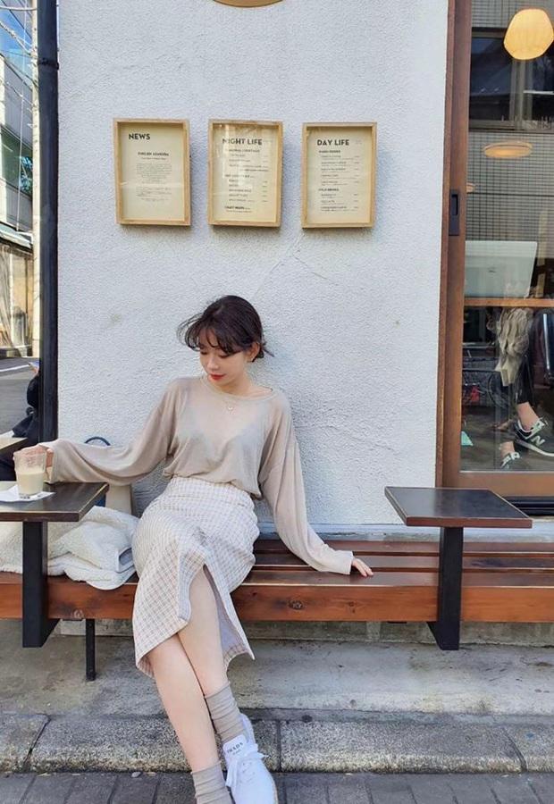 Ngọc Trinh bị chê kém duyên khi ngồi thử giày, các chị em chớ có mắc lỗi này khi mặc váy ngắn! - Ảnh 14.