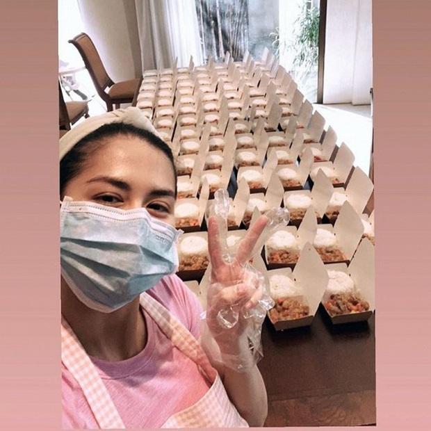 Mỹ nhân đẹp nhất Philippines gây xúc động khi tự tay nấu 200 suất cơm ủng hộ đội ngũ y bác sĩ chống dịch - Ảnh 3.
